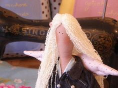 O encanto das bonecas Tilda são apreciados no mundo todo, são projetos criados pela designer Tone finnanger e seduzem pela simplicidade de traços. <br>Essa é a nossa Tilda Garden Party Angel, que pode ser utilizada na decoração de quartos infantis ou não.