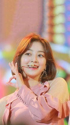 Jihyo ~ Twice Nayeon, Kpop Girl Groups, Korean Girl Groups, Kpop Girls, Karaoke, Park Ji Soo, Jihyo Twice, Twice Kpop, Tzuyu Twice