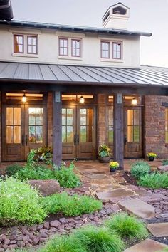 Texas Hill Country style home with standing-seam metal roof - House Designs Exterior Texas Hill Country, Hill Country Homes, Country Style, French Country, Country Patio, Modern Country, Rustic Modern, Western Style, Country Kitchen