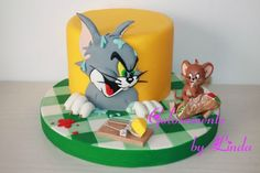 Awesome Tom and Jerry cake! Get yours now from DessertTables.ie, Dublin. Bolo Tom E Jerry, Tom And Jerry Cake, Tom Und Jerry, Fancy Cakes, Cute Cakes, Fondant Cakes, Cupcake Cakes, Safari Cakes, Dragon Cakes