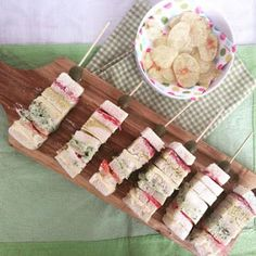 La Taza de Loza: 20 Rellenos de Sandwich Italianos (Tramezzini) Wine Cheese, Canapes, Antipasto, Saveur, Grocery Store, Guacamole, Salad Recipes, Buffet, Snacks