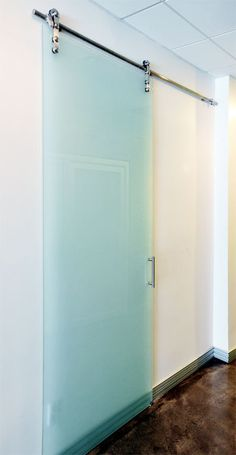 Sliding doors | Room dividers | slidingdoorco.com - Category: Home Barn Doors - Image: Barn Doors 005