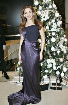 Kelly Brook Evening Dress - Kelly Brook wore a draped evening gown at the Thomas Store Christmas Party.