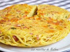 Spaghetti cake with bacon and cheddar: the easy and cheap recipe! Risotto, Veggie Recipes, Healthy Recipes, Dinner On A Budget, Pasta, Meal Prep For The Week, Food Inspiration, Italian Recipes, Entrees