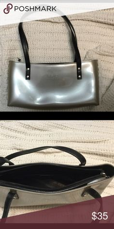 Beijo purse Small cute purse, very well taken care of no flaws Beijo Bags Mini Bags