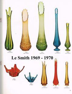 Vintage Green Glass, Vintage Vases, Vintage Pottery, Vintage Antiques, Antique Glass Bottles, Antique Glassware, Crystal Glassware, Antique Appraisal, Colored Vases