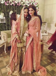 Mawra hucane sarre look. With her friend wedding Pakistani Formal Dresses, Pakistani Bridal Wear, Pakistani Dress Design, Pakistani Outfits, Indian Dresses, Indian Outfits, Selena Gomez, Pakistani Models, Pakistani Actress