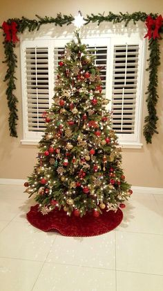 Red and gold Christmas tree decorations. 2018 - Red and gold Christmas tree decorations. 2018 Source by Red And Gold Christmas Tree, Silver Christmas Decorations, Christmas Tree Inspiration, Cool Christmas Trees, Christmas Tree Design, Christmas Tree Themes, Modern Christmas, Gold Decorations, Traditional Christmas Tree