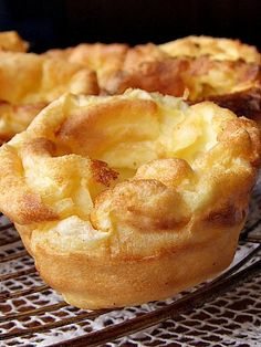 yorkshire pudding - Tip beat it, whip it right before you pour into pan Tip Make sure pan is so hot its smoking/bubbling Falafel, Yorkshire Pudding Recipes, Beef Recipes, Cooking Recipes, Curry, Scottish Recipes, Love Food, The Best, Sweet Tooth