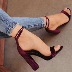 Source by The post Aubergine Sandalen. Fancy Shoes, Pretty Shoes, Beautiful Shoes, Cute Shoes, Pumps Heels, Flats, Heeled Sandals, Sandal Heels, Nude Heels