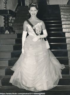 DATE:February 24 1955 D:Princess Margaret coming down to dinner at State Banquet at King`s House,Kingston,Jamaica /original photo Princess Beatrice, Princess Elizabeth, Princess Eugenie, Royal Princess, Princess Of Wales, Queen Elizabeth Ii, Princess Diana, A Royal Affair, Kate And Harry