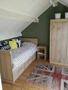 Bekijk de foto van Aliekevkeulen met als titel Stoer bed van stijgerhout en andere inspirerende plaatjes op Welke.nl.
