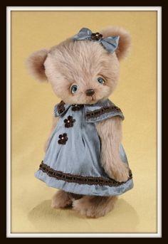 Abigail, teddy bear by Cheryl Hutchinson