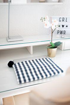 ... mit den modischen Laptopcases von roebro bist du auf jeden Fall der Hingucker!  #swissmade #fashionable #alltagstauglich #roebro Kids Rugs, Design, Home Decor, Creative, Decoration Home, Kid Friendly Rugs, Room Decor, Interior Decorating