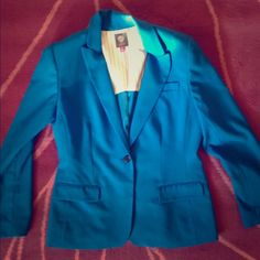 Vince Camuto Size 10 Lined Blue Blazer Vince Camuto blazer. Blue. Padded shoulders. Size 10. One button in front. Slit in back. Lined. Vince Camuto Jackets & Coats Blazers