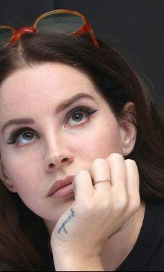 Lana Del Rey's eyelashes - Lana at the Big Eyes meeting Lana Rey, Lana Del Rey Lyrics, Lana Del Ray, Elizabeth Grant, Queen Elizabeth, Everyday Makeup, Celebs, Celebrities, What Is Like