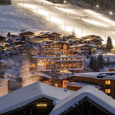 at the ski slopes and in the heart of beautiful hiking area with an unique panoramic location - that's your holiday at the Alpin Juwel in Saalbach Hinterglemm! Enjoy the view! Start Of Winter, Ski Slopes, Hotel S, In The Heart, Winter Holidays, Skiing, Scenery, Relax, Mansions