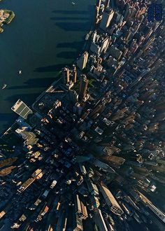This is what New York's Manhattan Skyline looks like from above! Nyc Skyline, Manhattan Skyline, Ville New York, Voyage New York, Destinations, I Love Nyc, Quelques Photos, Dream City, Concrete Jungle