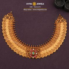 Find inspiration from classics, this yellow gold long necklace studded with Kemp Stones .give it a modern twist and here you get an elegant statement necklace—a stunner for any occasion. Choker Necklace Online, Gold Choker Necklace, Short Necklace, Long Necklaces, Gold Bangles Design, Gold Jewellery Design, Gold Jewelry, Antique Jewellery Designs, Necklace Designs