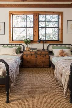 Farmhouse style bedrooms. Inspiration on how to decorate with farmhouse style.
