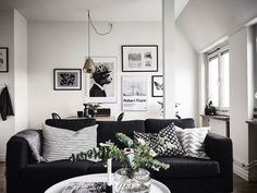 Home | interior design | decor | Details | living room | black | wood | inspiration | Flowers | wall