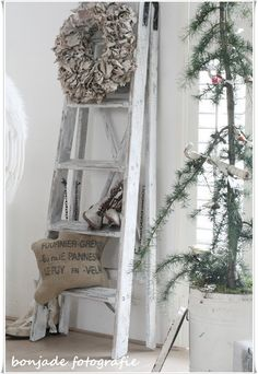 """I have an old ladder (4"""") just like this....I even moved it with me to Arizona from Colorado.. now have a new way to use it.....!"""