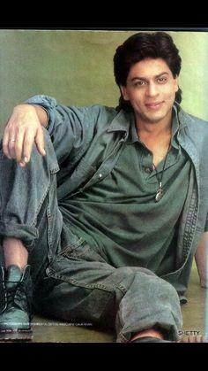 feliz cumpleaños shahrukh khan q ala te bendiga ati y atu familia Shahrukh Khan Family, Shahrukh Khan And Kajol, Shah Rukh Khan Movies, Bollywood Stars, Bollywood Fashion, Abram Khan, Rahul Dev, Sr K, King Of Hearts