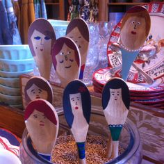 wooden spoon people this could be a fun kiddo craft - could work into puppet show too