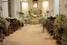 Allestimento di nebbiolina per la cerimonia in chiesa