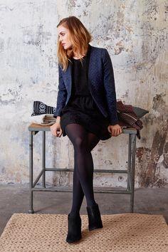 Look composé de : Veste FINLAND - 92% fibres recyclées & 8% coton biologique - doublure 100% cupro - 189 € Lien E-Shop : http://eshop.ekyog.com/robe-finland-17702.html Blouse FROSTE - Produit bientôt disponible - 100% soie - 135 € Toutes nos blouses Automne-Hiver : http://eshop.ekyog.com/selection/selectionchemises/blouse.html Jupe FROSTE - Produit bientôt disponible - 100% soie - doublure 100% lyocell - 145 €
