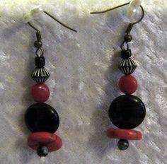 """**1Paar Ohrhänger Lavalook rot-schwarz Koralle** Die roten Steine/Perlen wurden als rote Koralle angeboten, ich denke aber es wäre evt auch Glas.   """"Rote Koralle"""" verbunden mit schwarzen..."""