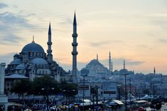 New Mosque (Left) and Süleymaniye (Right) mosques are distinctive figures of historic Istanbul. © Serhat Engul