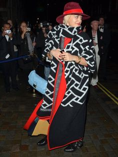 There's no worry you'll catch a chill if you go for a coat of this size. Thumbs up, Rita!