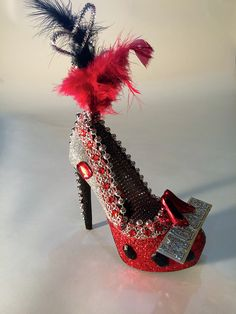 Krewe of Muses 2015 shoe throw