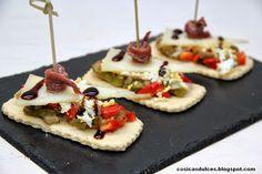 Ideas que mejoran tu vida Plate Presentation, Canapes, Tostadas, Queso, Finger Foods, Sandwiches, Waffles, Menu, Cooking Recipes