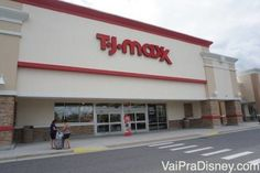 TJ-MAXX-ORLANDO.A T.J.Maxx é uma loja de desconto bem variada.Aqui você encontra desde moda feminina e masculina, até calçados, acessórios, roupas de cama, decoração para a casa, panelas, cosméticos, velas, produtos para o seu bichinho de estimação, malas ótimas e por ai vai.