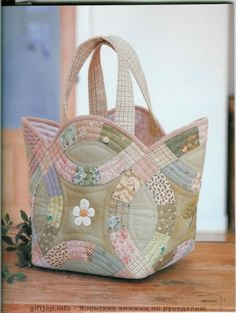 Double Wedding Ring Quilt Bag - I have to make this! Quilted Tote Bags, Patchwork Bags, Patchwork Quilting, Fabric Purses, Fabric Bags, Fabric Basket, Bag Quilt, Double Wedding Rings, Wedding Ring Quilt