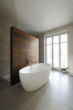 Portfolio – Atelier WAC – Architecte d'intérieur – Chistine Wolf-Adam - Moderne Inneneinrichtung Modern Bathtub, Modern Bathroom Design, Bathroom Interior Design, Modern Design, Minimalist Bathroom Design, Luxury Bathtub, Freestanding Bathtub, Luxury Shower, Modern Bathrooms
