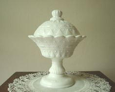 i JUST discovered kemple lace and dewdrop made milk glass. obsessed. this is stunning. the details are gorgeous!!!