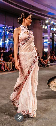 Manav Gangwani, Spring Summer 2015, Couture Show at Hyatt Regency, New Delhi http://www.naina.co/photography/2014/10/manav-gangwani-couture-2014-eyesforfashion/ #EyesForFashion #Couture #IndianFashion #NainaCo