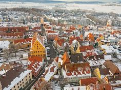 This German Town Is Embedded with Millions of Tiny Diamonds Scientists estimate that Nördlingen and the surrounding area contain approximately tons of the gemstone Cool Places To Visit, Places To Travel, German Village, May Bay, Travel Magazines, Bavaria, Paris Skyline, Fun Facts, City Photo