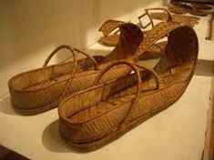 Ancient Egyptian slippers apparently made from paypraus . they don't look very comfortable but high fashion never is. The style makes me wonder how they managed to keep them on while walking. Ancient Egypt Fashion, Egyptian Fashion, Ancient Egyptian Art, Ancient History, Egyptian Things, Egyptian Women, Empire Romain, Egyptian Costume, Old Shoes
