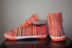 Every Inca pair of shoes is unique and no two pairs are exactly alike. Each pair is made from a single 100% hand woven piece of cloth in the Andean mountains and many of these cloths can take up to 3 months to produce. The cloth is then cut to size and combined with the 100% recycled tire sole to form the beautiful Inca Shoe.     1 x size 7  approx measurements: l = 10inch (26cms) w = 3.5-3.7inch (9.5-10cms)    Only 1 available. Request to order available, allow 30 days for production