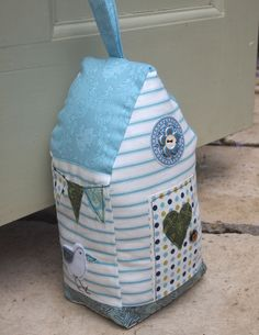 My Beach Hut Doorstop Small Sewing Projects, Craft Projects, Beach Crafts, Diy And Crafts, Doorstop Pattern, Fabric Crafts, Sewing Crafts, Fabric Door Stop, Fete Ideas