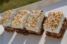 Pecan pie and classic cheesecake with a graham cracker crust meet in handheld, deliciously layered form to create these creamy, crunchy, sweet Pecan Pie Cheesecake Bars! French Fruit Tart Recipe, Fruit Tart Glaze, Easy Fruit Tart, Pecan Pie Cheesecake, Classic Cheesecake, Juicy Fruit, Sweet Pastries, Chocolate Covered Strawberries, Tart Recipes