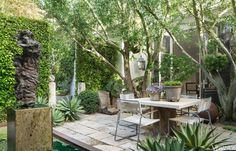 Lush West Hollywood Bungalow - Scott Shrader small urban garden Design with a sculpture- Veranda Indoor Outdoor Living, Outdoor Rooms, Outdoor Dining, Outdoor Decor, Outdoor Seating, Small Gardens, Outdoor Gardens, Porches, Landscape Design