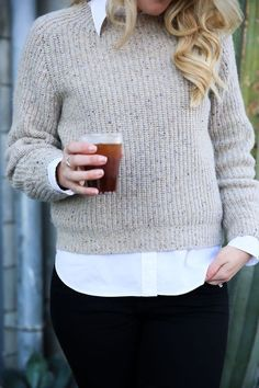 How to layer itchy knitwear so it feels comfortable Wool Sweaters, Cashmere Sweaters, Work Fashion, Fashion Outfits, Marc Jacobs Handbag, Sweater Layering, Cashmere Wool, Ralph Lauren Tops, Collar Shirts