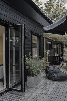 Scandinavian Cabin, Home Styles Exterior, Backyard Studio, Exterior Cladding, Modern Farmhouse Exterior, Decks And Porches, House Extensions, Cottage Design, House In The Woods