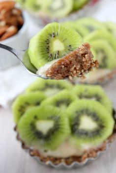 Raw Kiwi-Banana Tarts {Sugar Free!} | http://www.thekitchenpaper.com/raw-kiwi-banana-tarts-sugar-free/