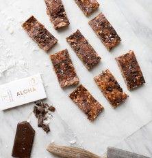 no-bake peanut butter-chocolate chunk granola bars (vegan & gluten-free)